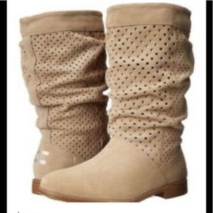 Toms slouchy tan suede boot size 6.5